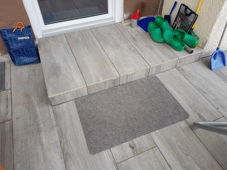 Betonsteinplatten mit Holzoptik, Stufe