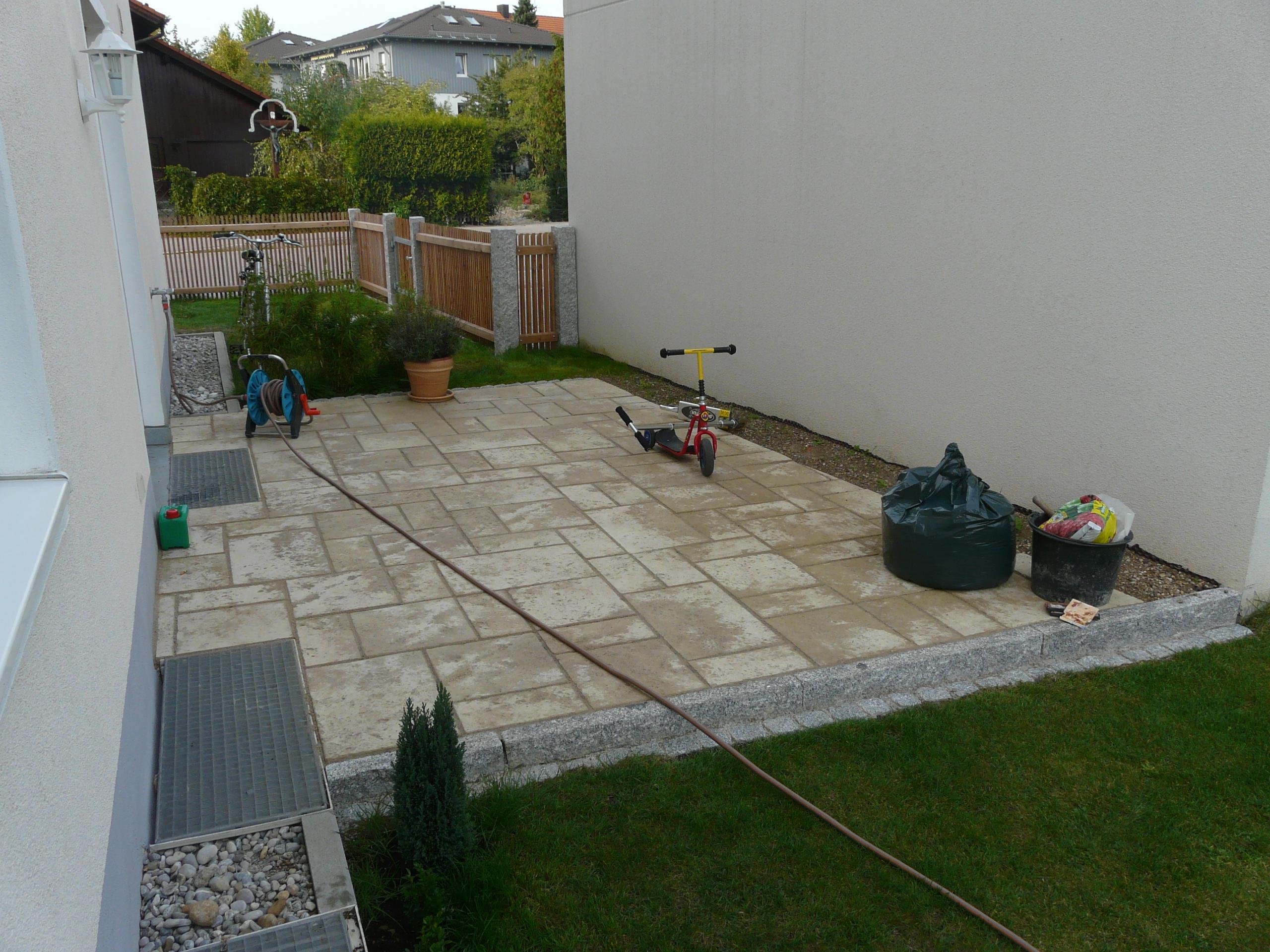 Betonsteinplatten mit Naturstein-Aussehen