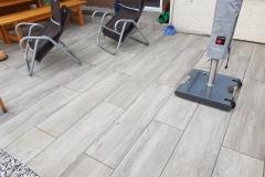 Betonsteinplatten mit Holzoptik