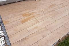 Terrasse aus Betonplatten in Holzoptik