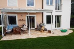 Terrasse mit Betonsteinen im wilden Verband
