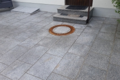 Granitplatten 60x40x3 im Vorgarten