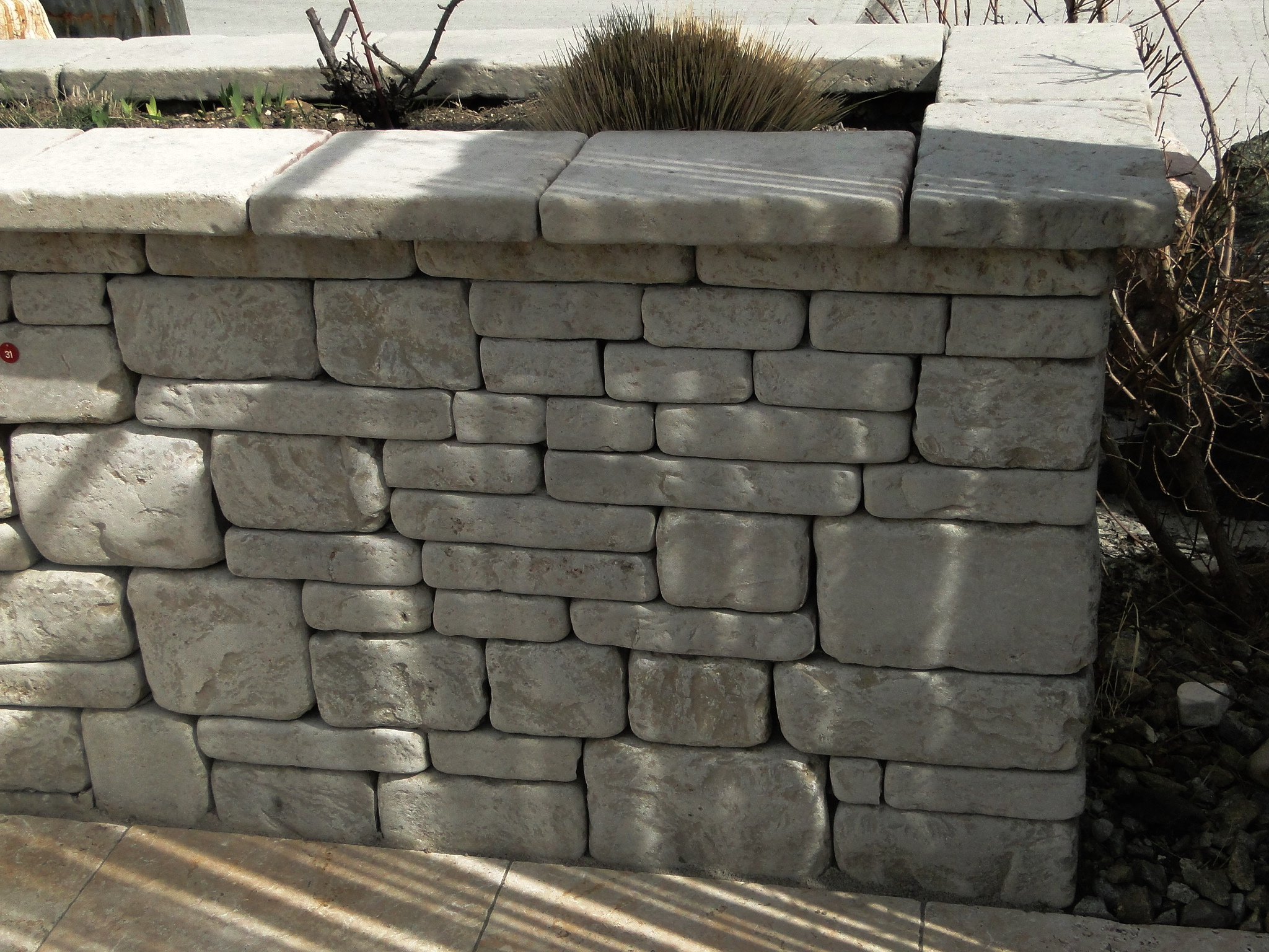 Kalksteinmauer mit gerundeten Kanten
