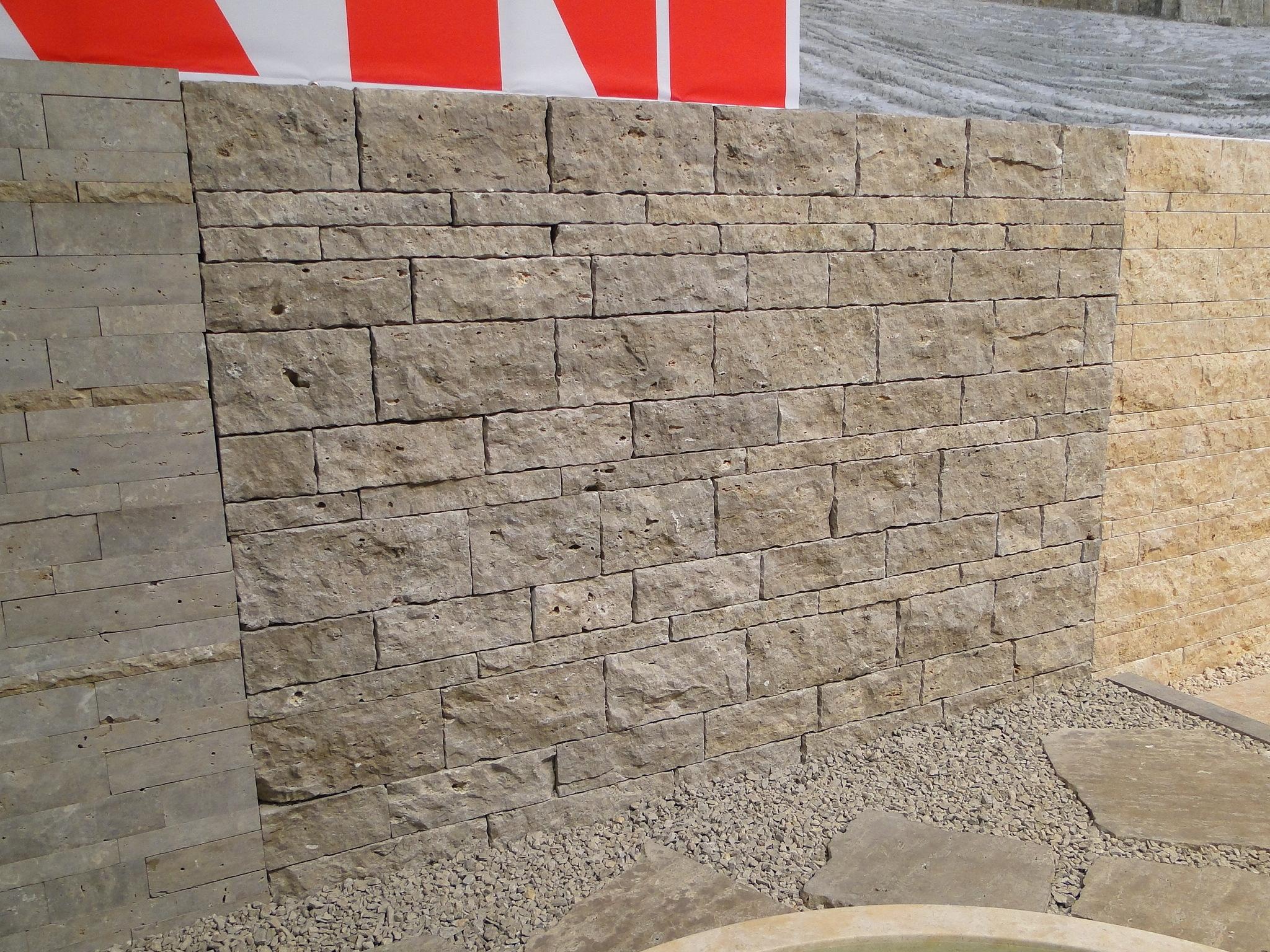 Mauer aus Jurakalk