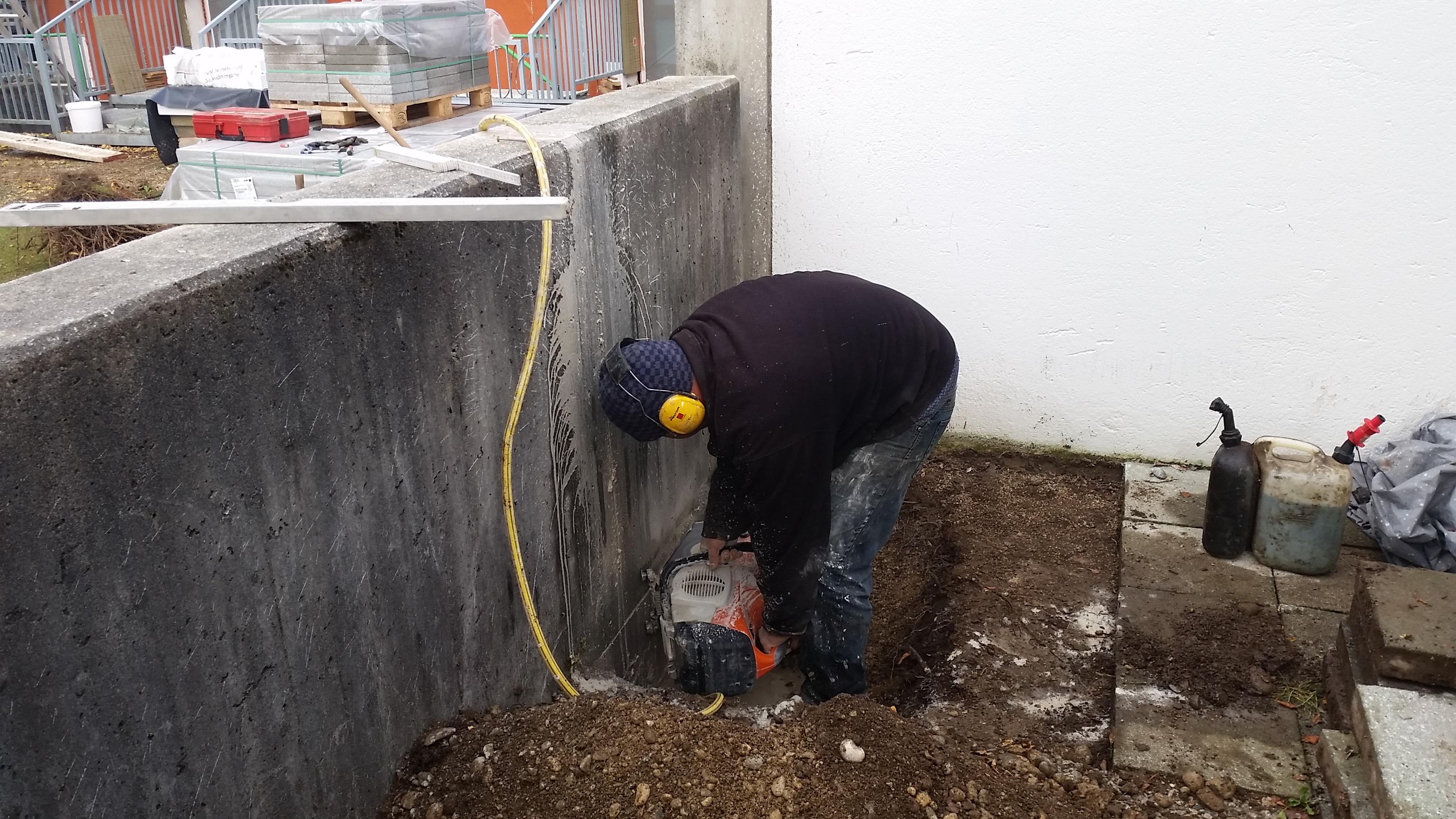 Schneiden einer Betonmauer