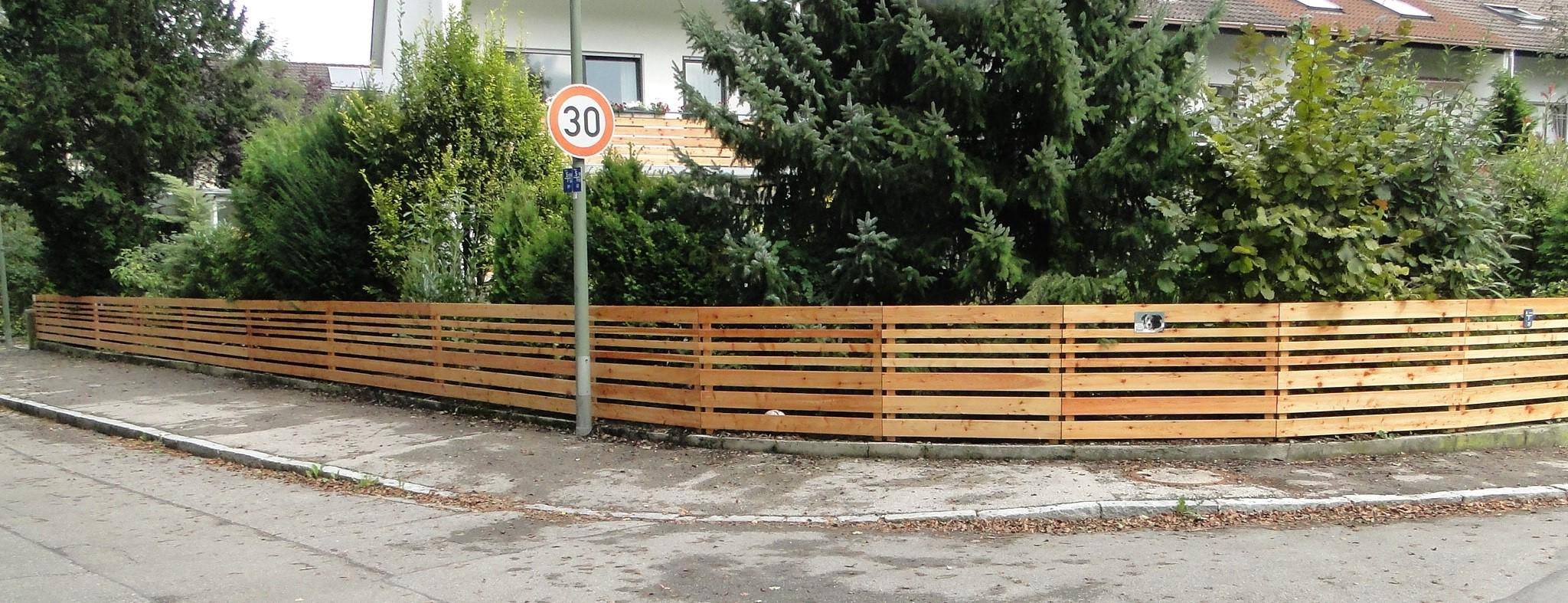 Zaun aus Lärchenlatten 1