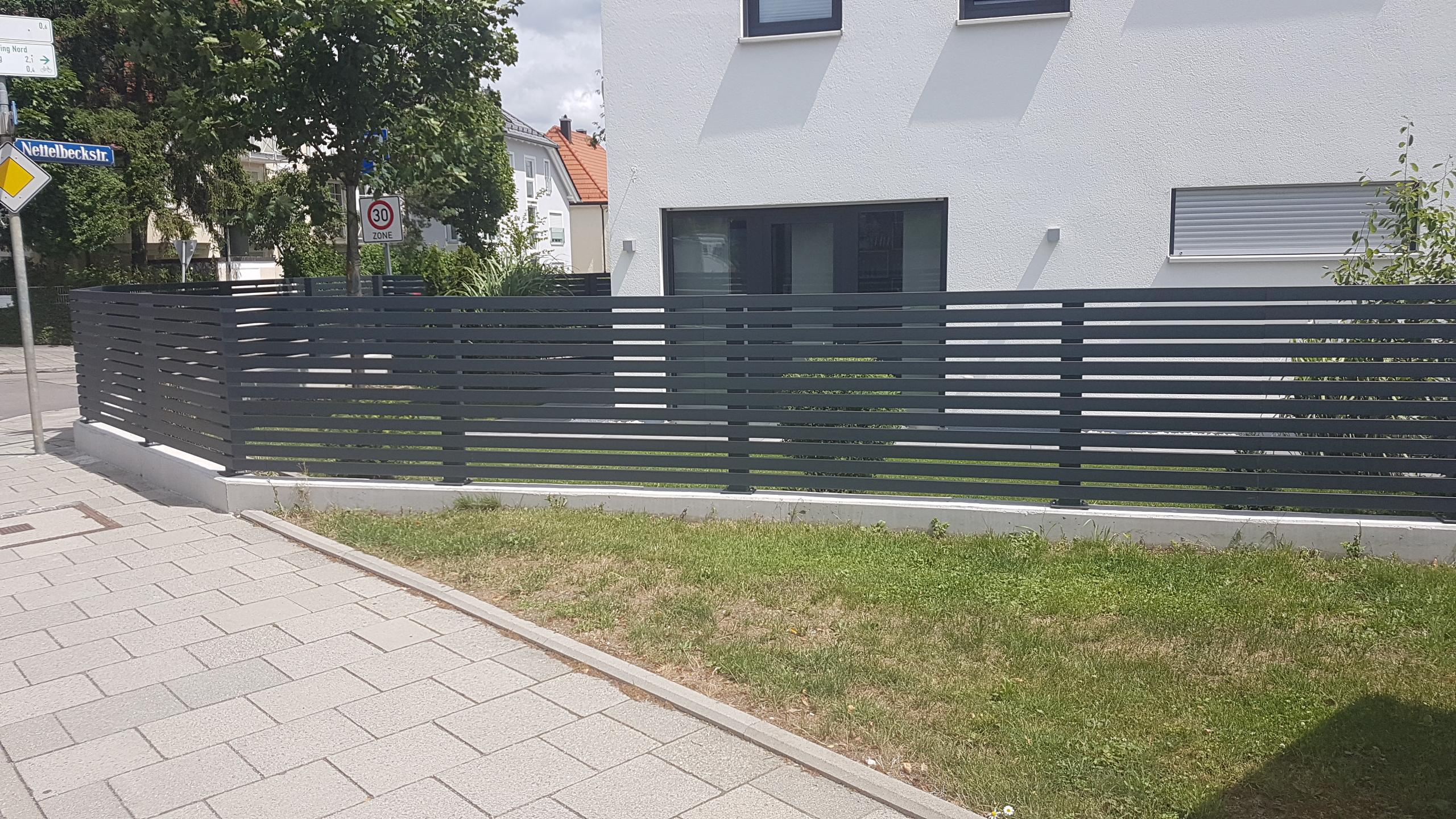 Zaun aus Stahl