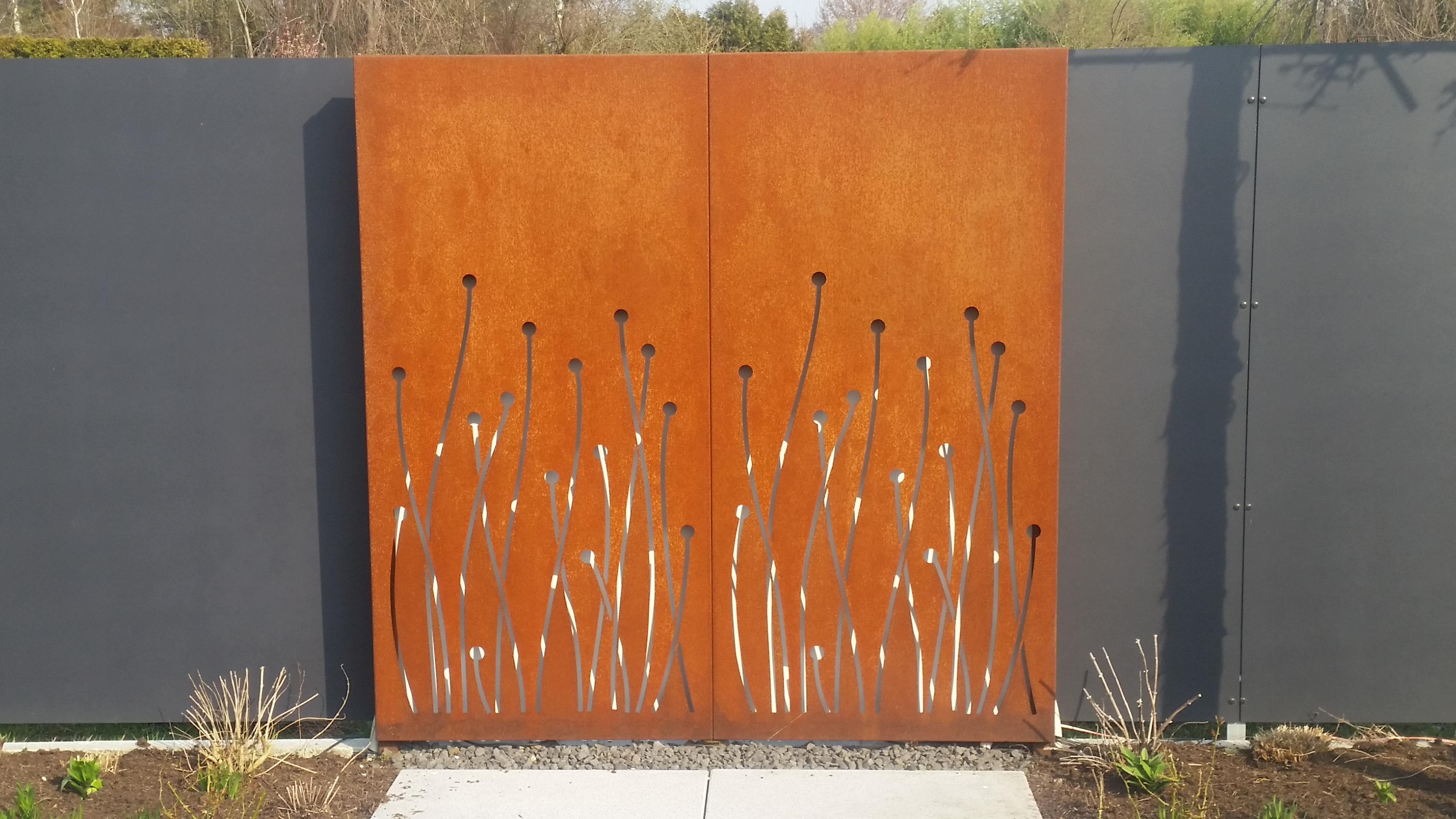 Zaun aus Stahlelementen