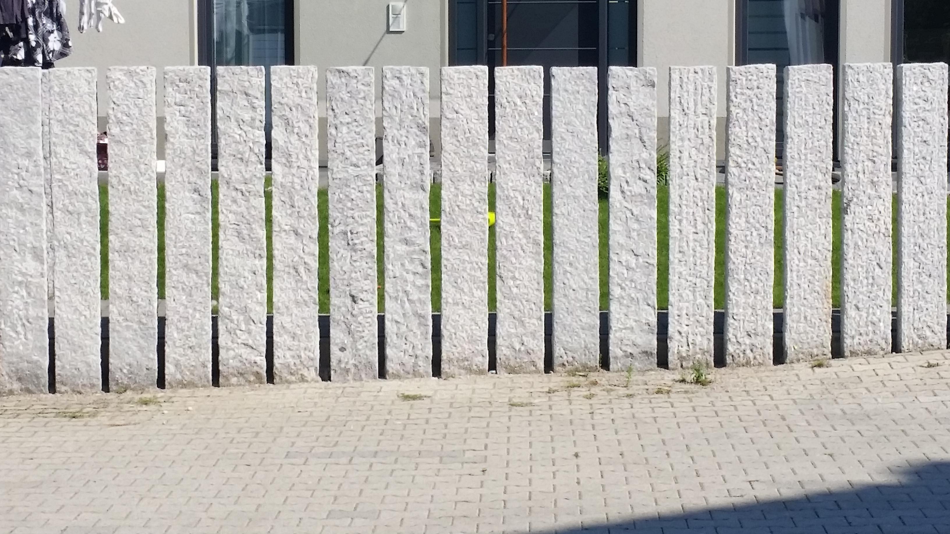 rechteckige Granitstelen