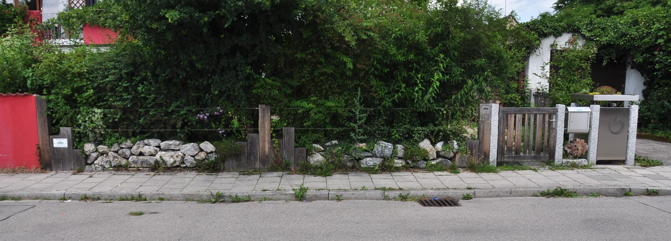 sehr individueller Zaun (2)